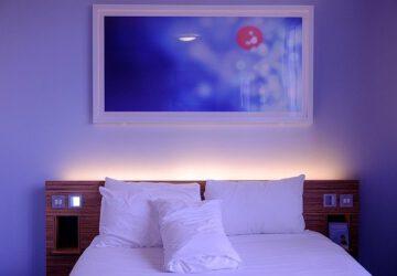 Zo creëer je een rustige slaapkamer om bij weg te dromen